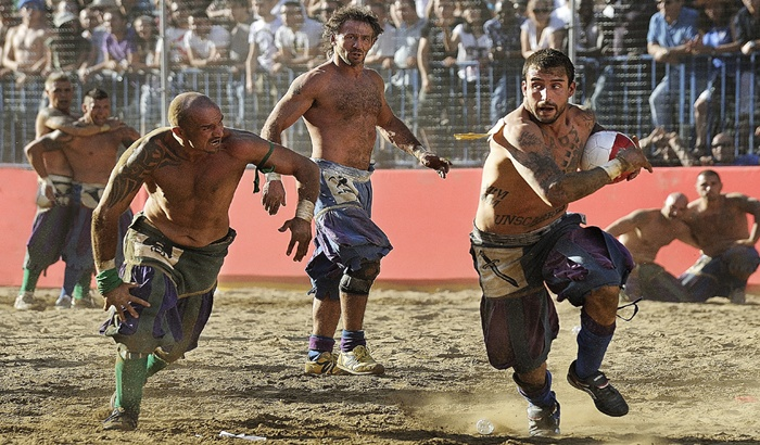 Soccer Before Soccer: Calcio Storico Fiorentino | ITALY Magazine