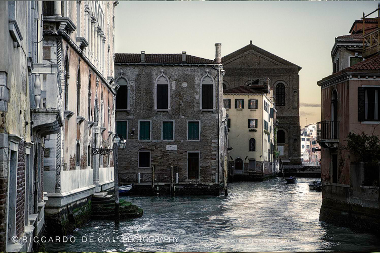 U201cThe Biggest Challenge Was To Go Beyond The U0027usualu0027 Venice,u201d Explains The  Booku0027s Photographer, Riccardo De Cal. U201cIn Contrast With The Massive Influx  Of ...