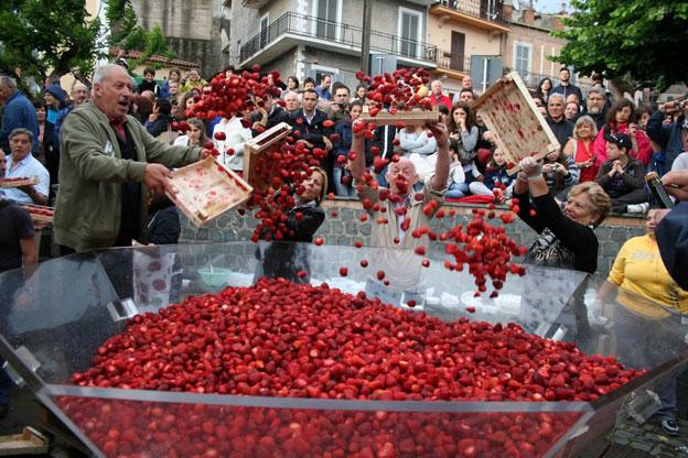 Lake nemi and its wild berry italy magazine - Lo specchio di diana nemi ...