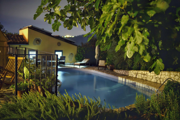 The pool at La Quercia B&B in Abruzzo