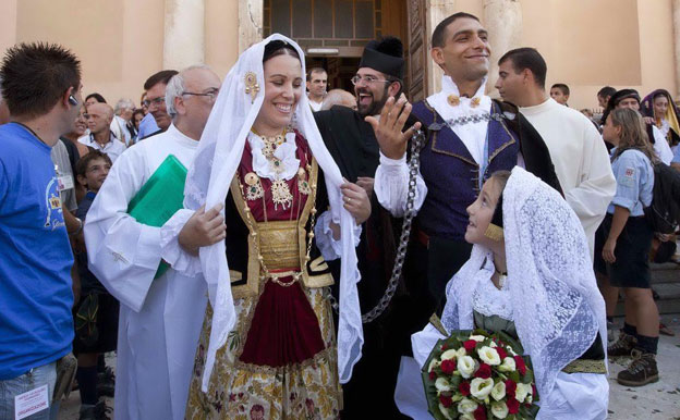 In Southern Italy Traditionally The Veil Should Be As Long Young S Love For Each Other Usually One Metre Length Year They Have