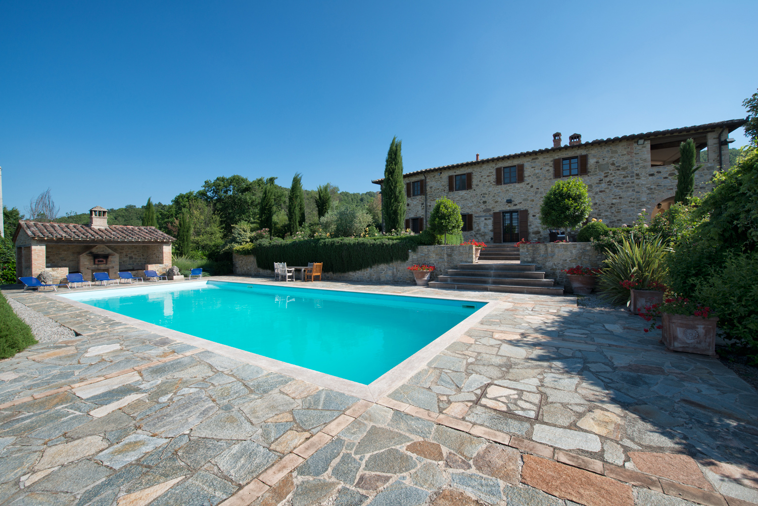 Farmhouse with swimming pool for sale in umbria near for Farmhouse with swimming pool