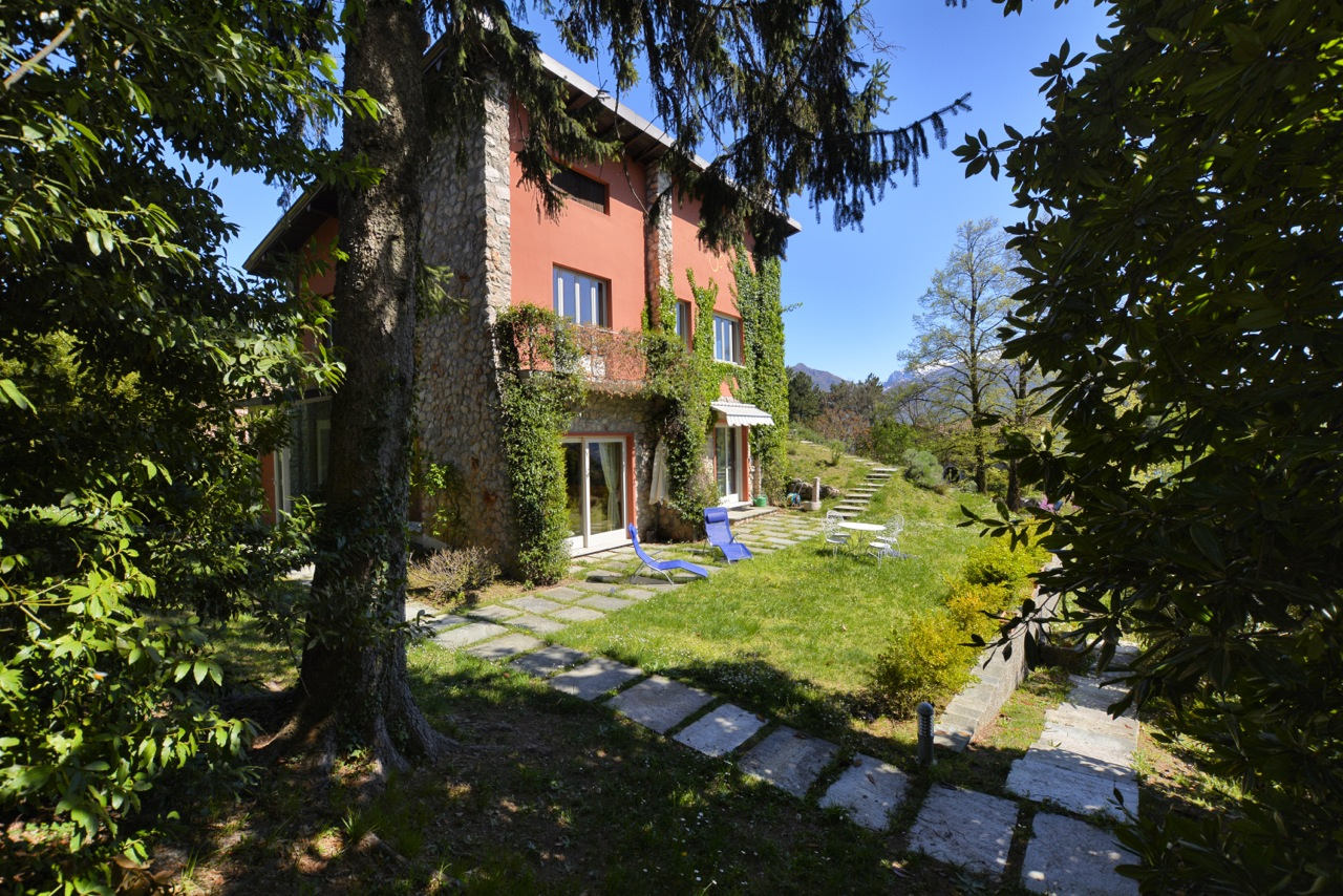 Lake Como Menaggio Independent Villa With Private Garden
