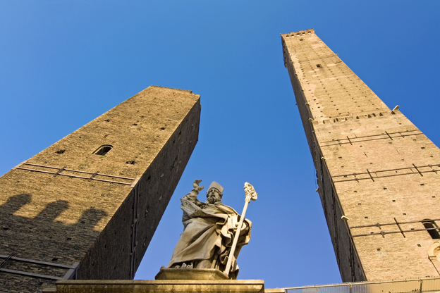 The Leaning Tower of Bologna: Torre Garisenda | ITALY Magazine