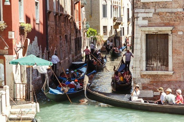 Gondolas In Venice Get Gps Systems To Improve Safety
