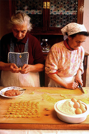 Mangia italian mammas use couriers to deliver meals for Cooking italian food