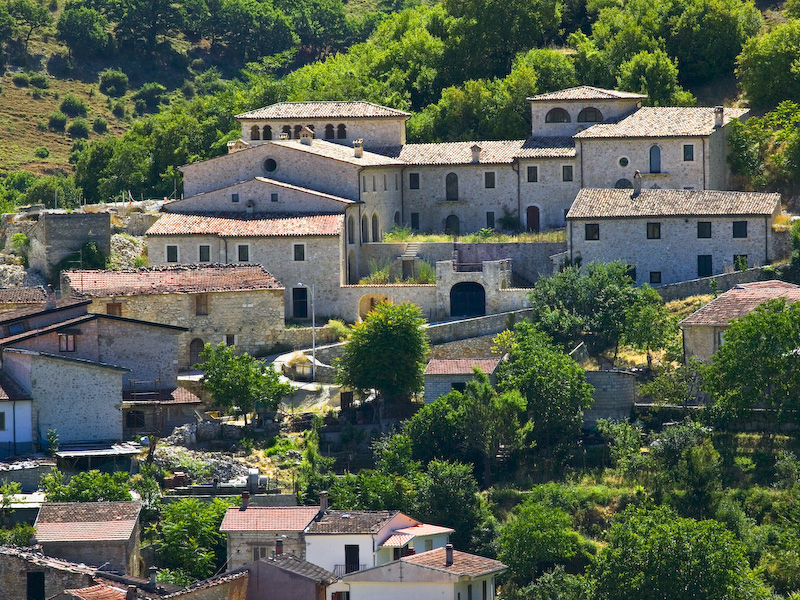 Houses for sale in abruzzo at 1 euro italy magazine for 1 homes in italy