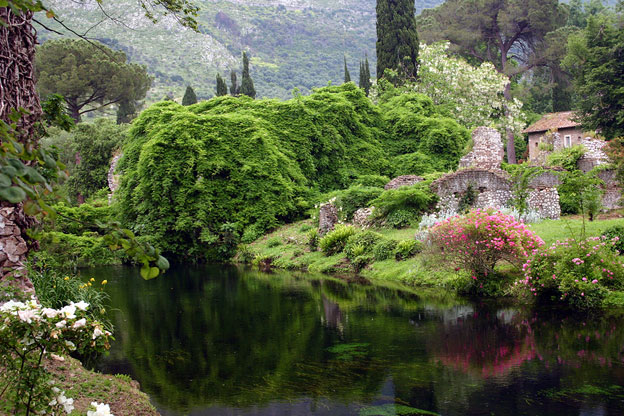 The garden of ninfa organized chaos italy magazine for I giardini di ninfa lazio