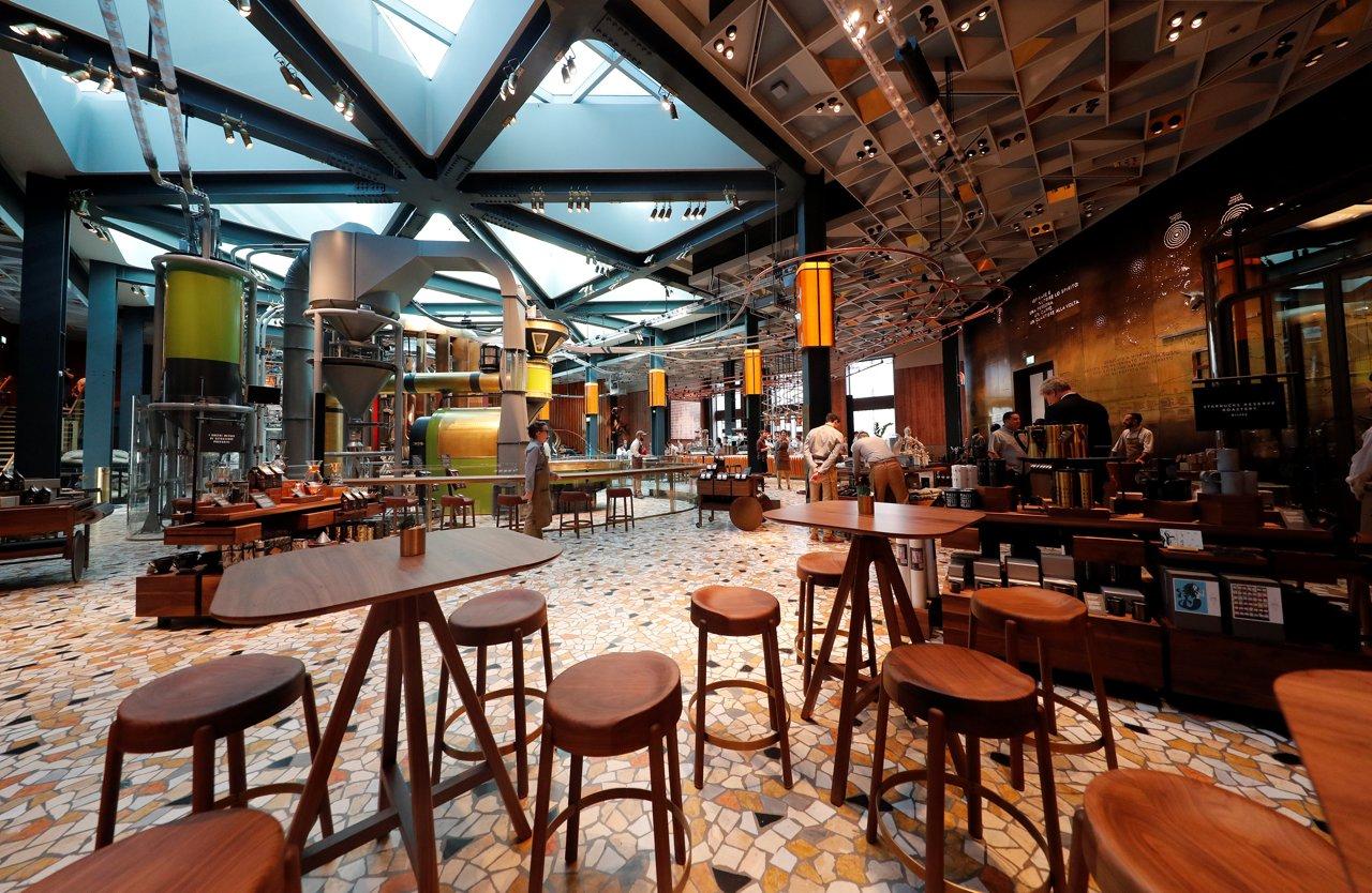 Starbucks opens in milan italy magazine for Starbucks italie