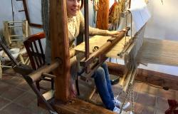 Sapori & Saperi Adventures – Arianna at her loom in Sardinia