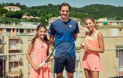 Federer surprises Italian girls on rooftop match