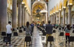 Mass with coronavirus restrictions in Italy
