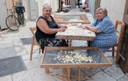 Italian women making pasta in Bari