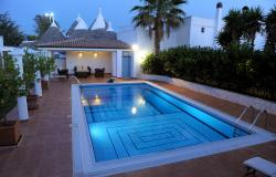 Villa Borgata near Cisternino - sleeps 6 + 2 - spectacular pool