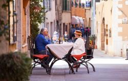 outside eating in Tuscany