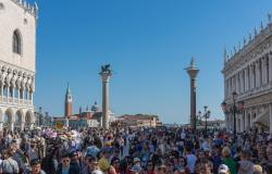 Crowds in Venice