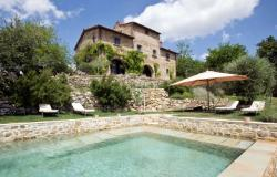 Luxury farmhouse with pool for sale near Florence in Tuscany