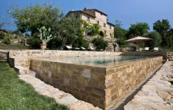 Luxury farmhouse with pool for sale near Siena in Tuscany