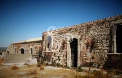 Rural houses to be renovated in old Avola, Siracusa 015-14 0