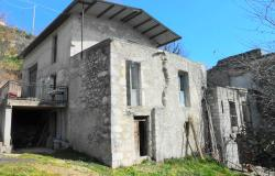 Large cottage to restore in Abruzzo Italy