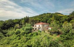 Nice villa of the seventies nestled in the typical Tuscan countryside 0