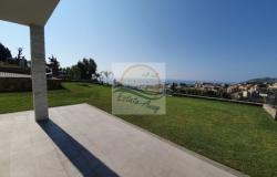 iv1036   Apartment with garden and sea view for sale in Sanremo.  7