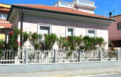Detached house close to beach for sale in Lido di Camaiore, Tuscany 0