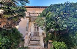 iv1098 Villa to be renovated for sale in Bordighera. 0
