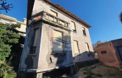 iv1098 Villa to be renovated for sale in Bordighera. 2