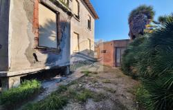 iv1098 Villa to be renovated for sale in Bordighera. 3