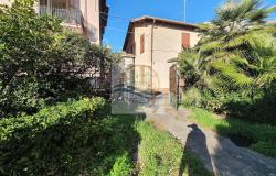 iv1098 Villa to be renovated for sale in Bordighera. 5