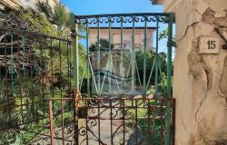 iv1098 Villa to be renovated for sale in Bordighera. 6