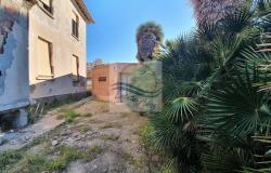 iv1098 Villa to be renovated for sale in Bordighera. 7