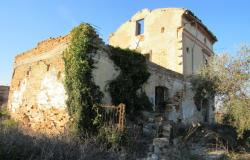 Hill top ruin to build a 300sqm house, with 10,000sqm of land, beautiful views.  3