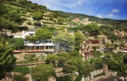 IV1103 Villa with swimming pool and sea view for sale in Bordighera. 1