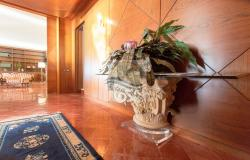IV1103 Villa with swimming pool and sea view for sale in Bordighera. 9