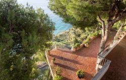 IV1103 Villa with swimming pool and sea view for sale in Bordighera. 17