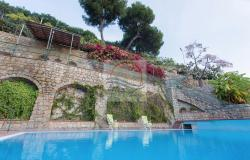 IV1103 Villa with swimming pool and sea view for sale in Bordighera. 20