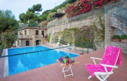 IV1103 Villa with swimming pool and sea view for sale in Bordighera. 21