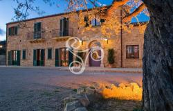Elegant stone farmhouse set in a large green park in Piazza Armerina (EN) 154-19 0