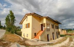 Bevagna, large farmhouse with 20,000 square meters 0
