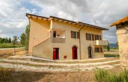 Bevagna, large farmhouse with 20,000 square meters 1