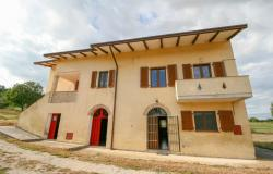 Bevagna, large farmhouse with 20,000 square meters 2