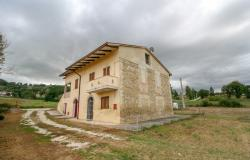 Bevagna, large farmhouse with 20,000 square meters 4