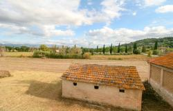 Bevagna, large farmhouse with 20,000 square meters 32