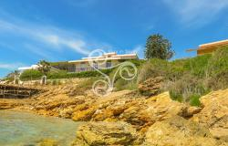 Elegant Villa with direct access to the sea 007-20 0
