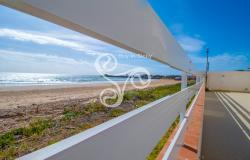 Beautiful villa on two elevations directly on the beach of Punta Braccetto 037-20  23