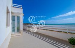 Beautiful villa on two elevations directly on the beach of Punta Braccetto 037-20  24