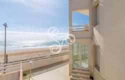 Beautiful villa on two elevations directly on the beach of Punta Braccetto 037-20  26