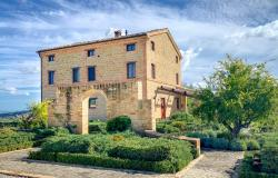 Country Villa in Dominant Position With Pool and Land near San Ginesio, Le Marche 0